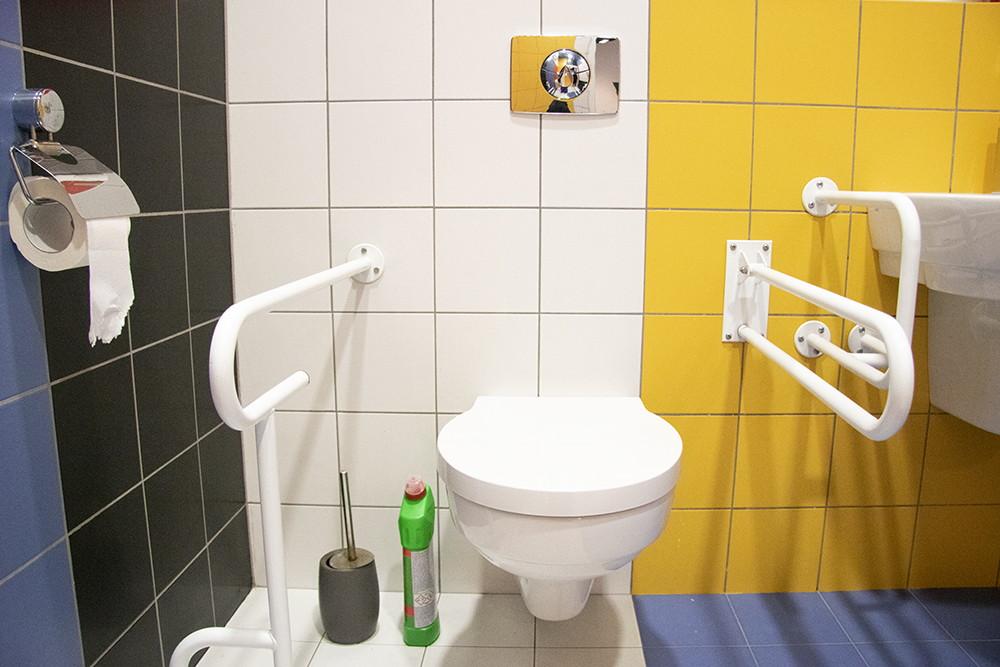 zdjęcie muszli klozetowej w łazience